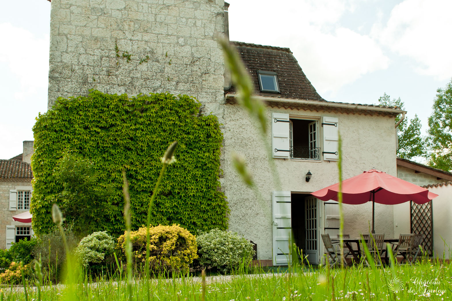 http://www.chateau-de-foulou.com/wp-content/uploads/2014/05/roomtour09.jpg